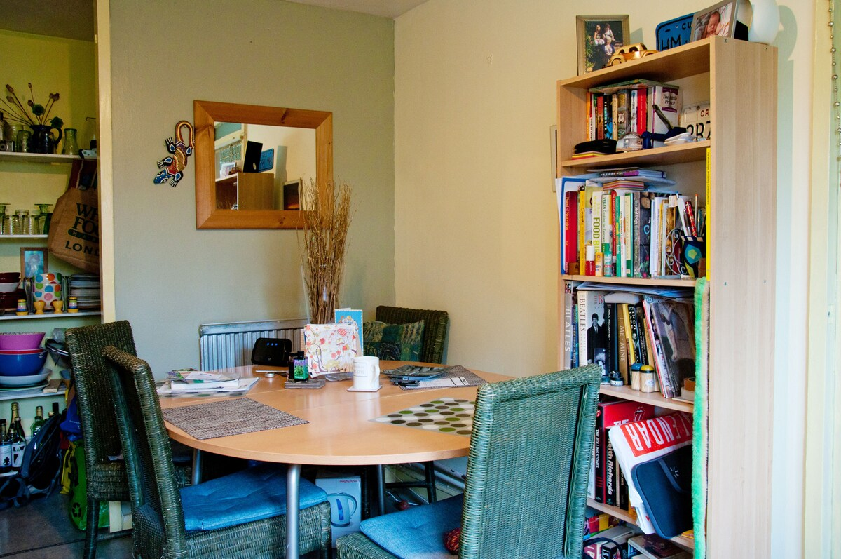 This is the dining table in the kitchen, we prefer you to eat your food in here