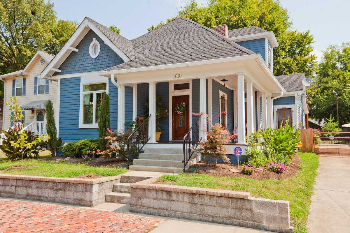 100 Year Old Home - Downtown Charm!