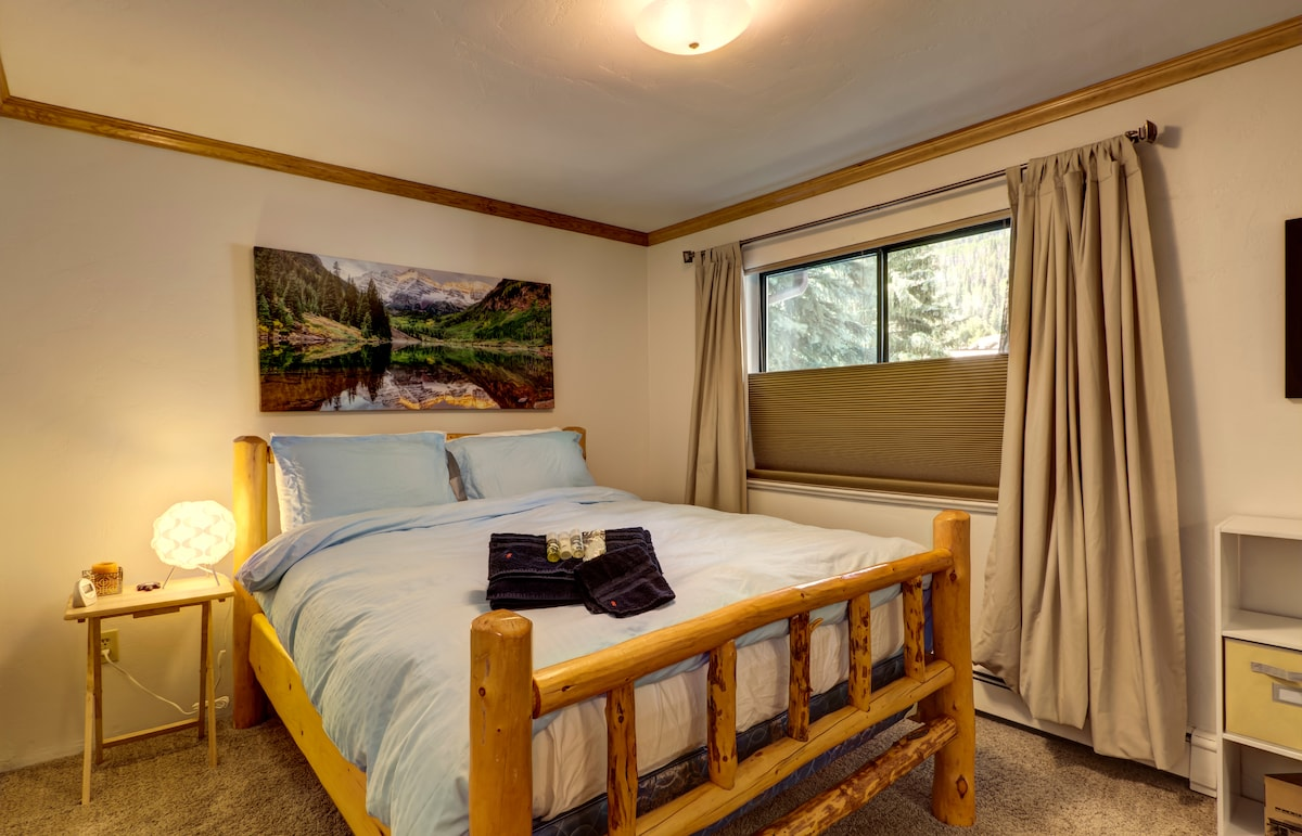 Comfortable, well equipped bedroom with Queen bed