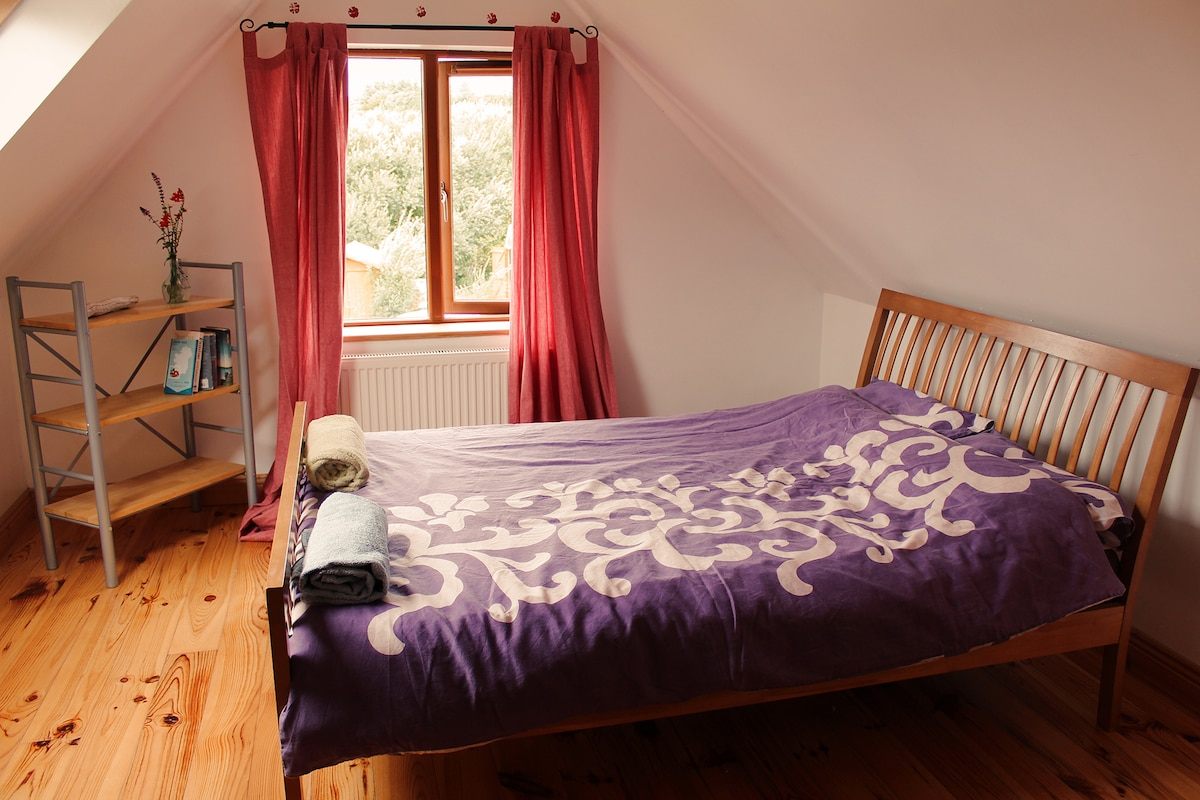 Peace & Calm In Lovely Double Room