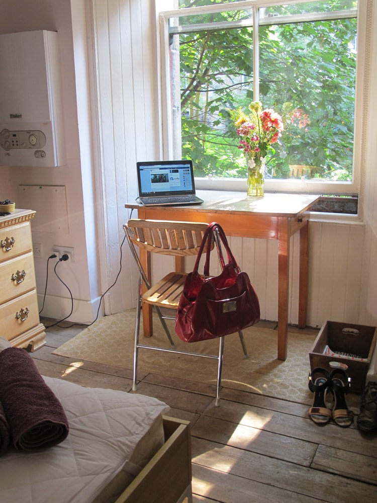 Guest's bedroom, (Kriss' handbag, she took these photos) overlooking....