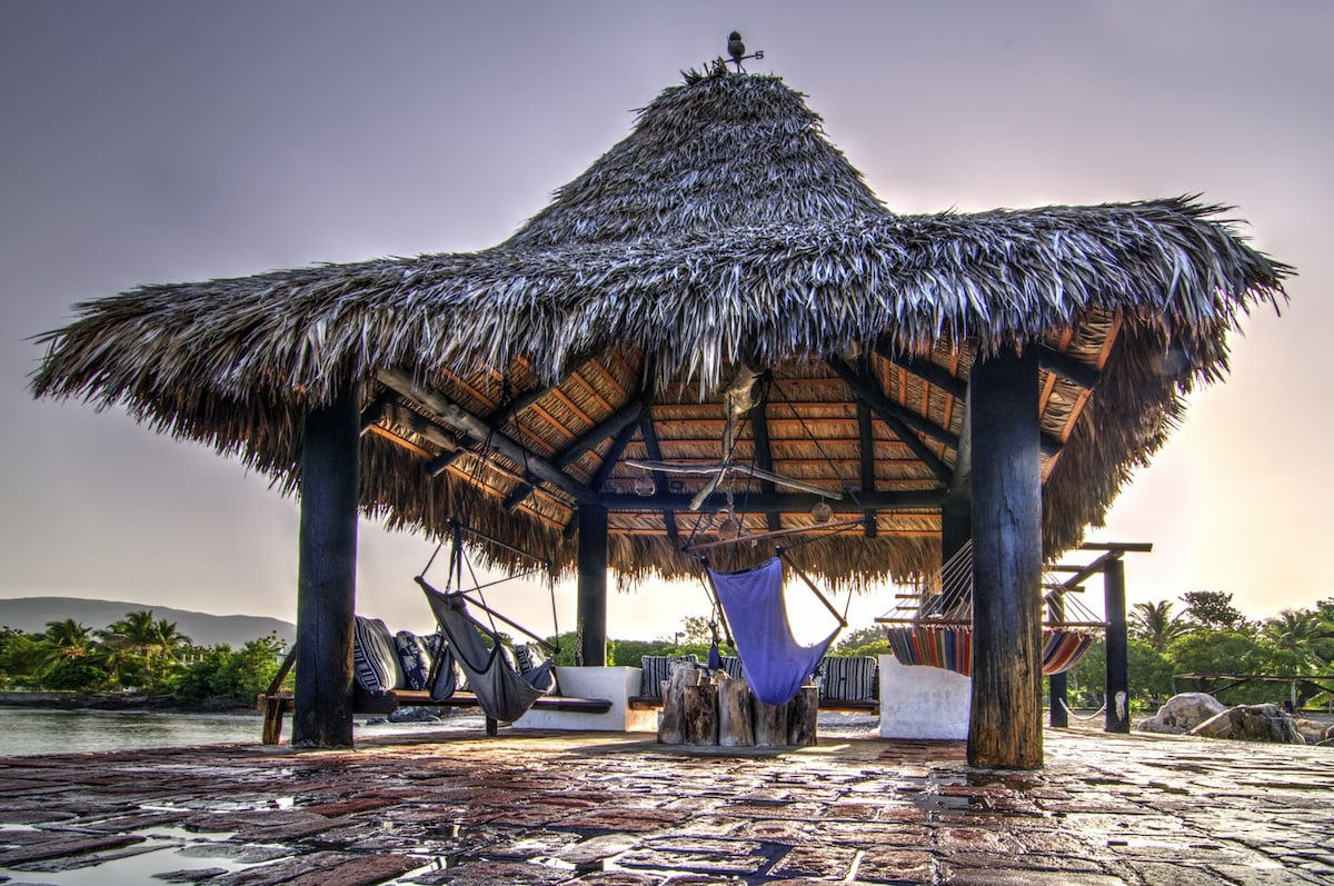 Expectacular Palapa to lounge and absorb the scenery.