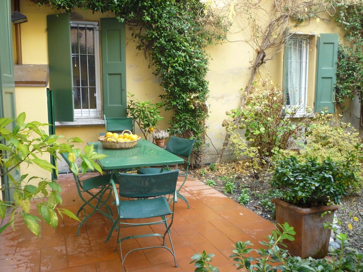 Stanza e giardino a Bologna centro