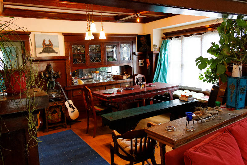 Dining Room, have a gentle strum if inspired?