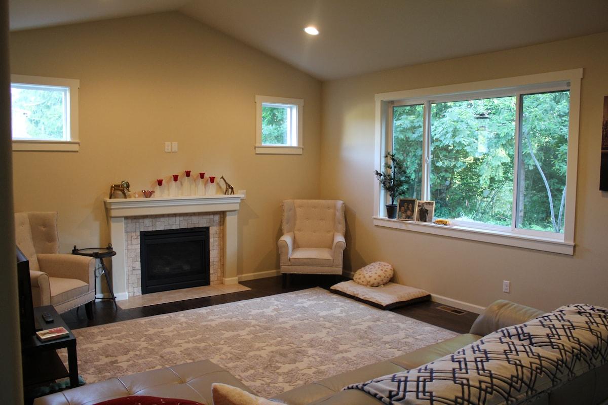 Olympia's Cozy Getaway (White Room)