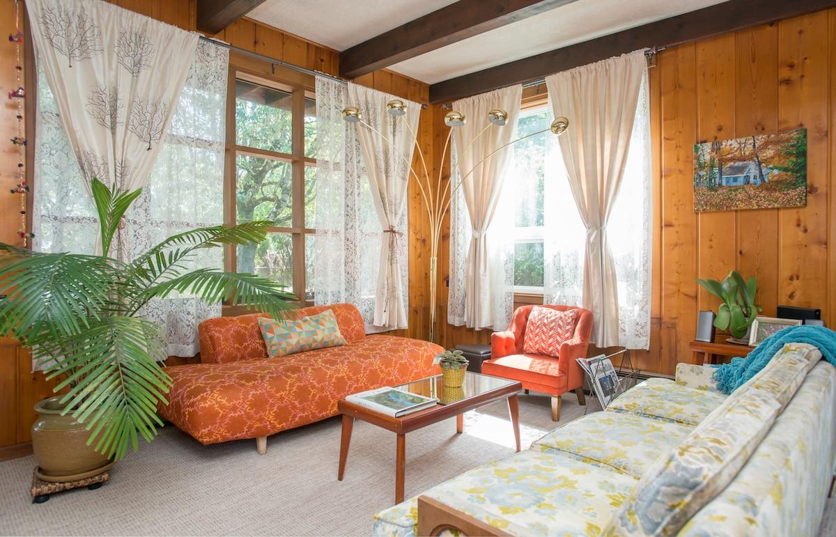 Charming Mid-Century Cabin