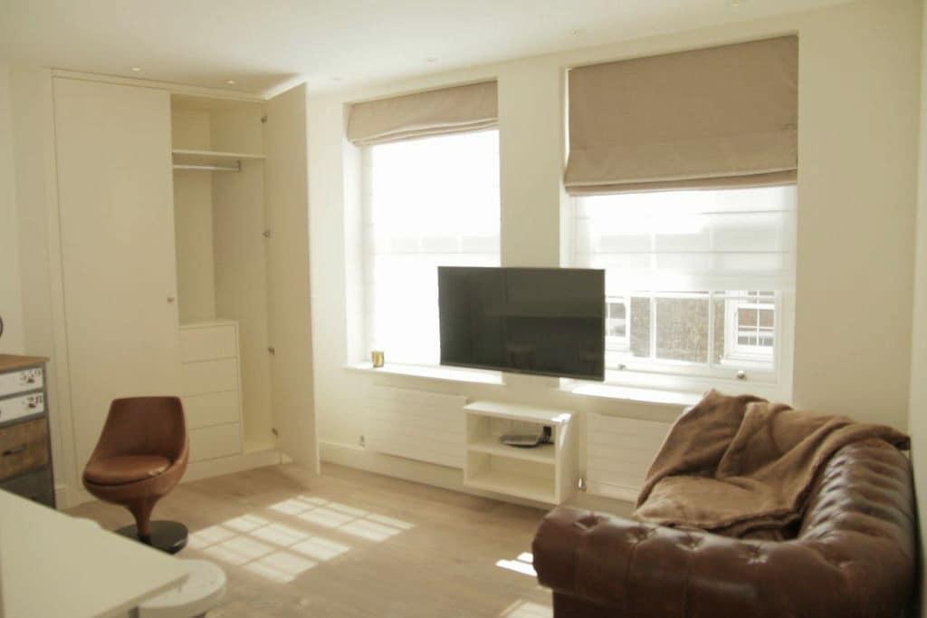 Beautiful, Modern Studio Apartment