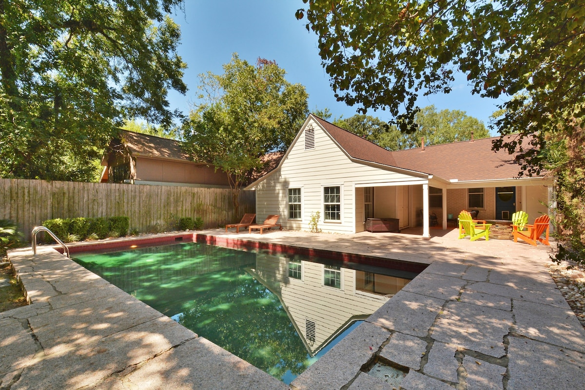 3BR/2BA Downtown House with Pool