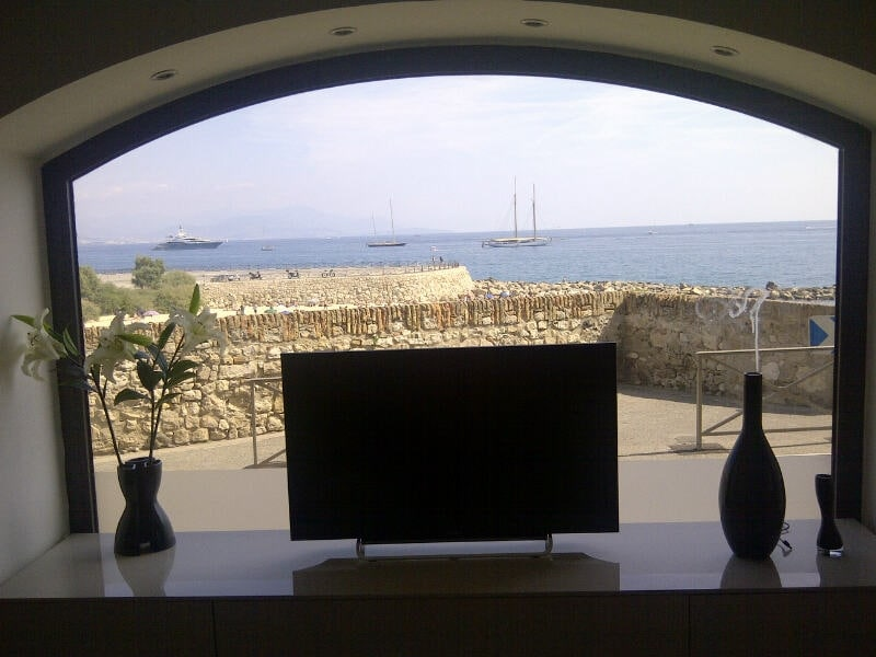 Antibes - Les remparts - Vue mer