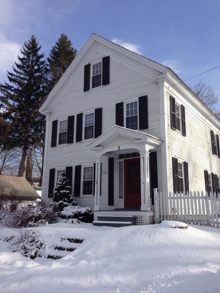 CHARMING HOME IN WALPOLE- SLEEPS 10