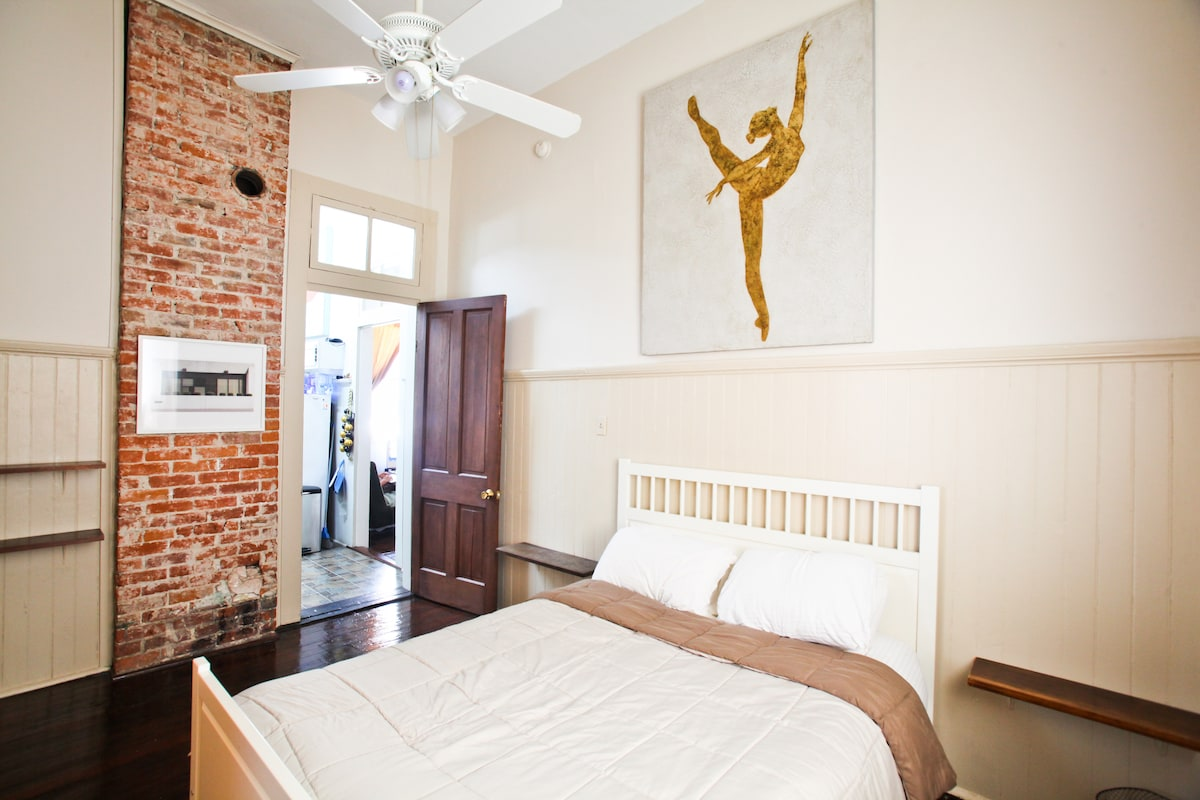 Bedroom with queen bed, a/c, gas heater, walk-in closet, and private full bath.