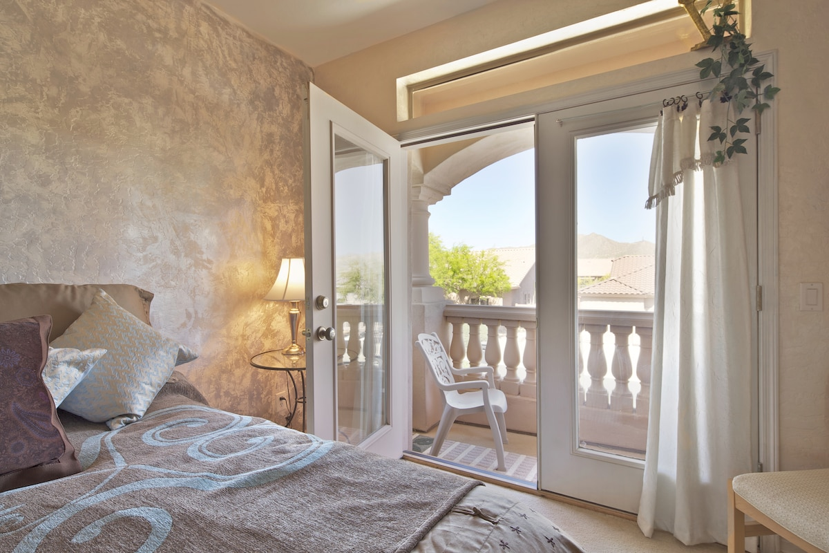 Wake to the morning sun - or watch the moon come up over the mountain - lovely private balcony
