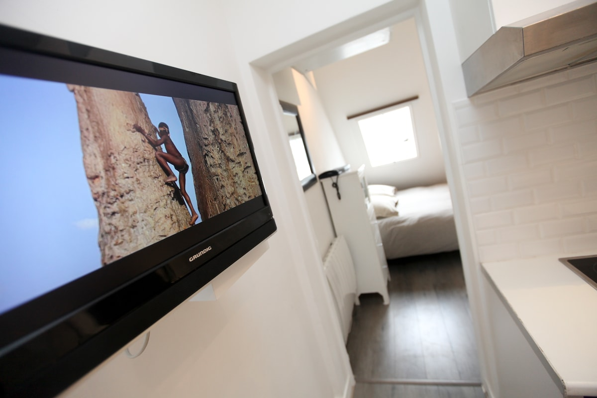 TV, wifi and tel free of charge (only landlines)