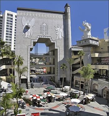 Hollywood and Highland Mall, WALK TO IT!!!!
