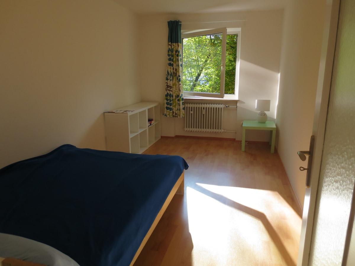 Cozy Room in Quiet Flat