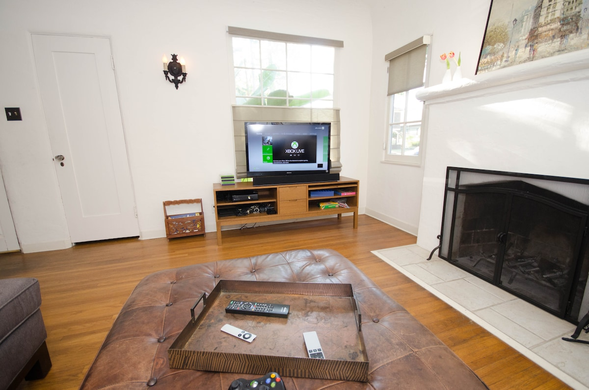 Enjoy Apple TV, Netflix, Xbox 360 game console, and over-the-air digital stations on the flat screen TV.