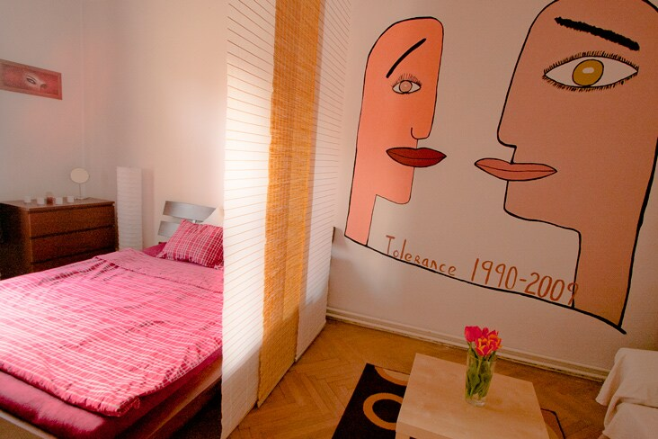 The room is the best for couple. A new double bed is very comfy. Btw. do you recognize the painting? :)