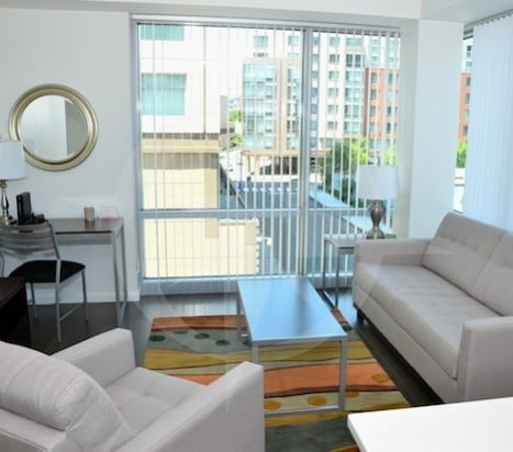 [1828-1]1BR @ Watermark E. Kendall