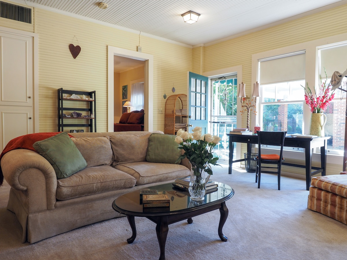 Beautiful comfy, cozy and delightful den/sitting area with a small library and large windows. You can pull the shades for a more private, romantic and  secluded atmosphere.
