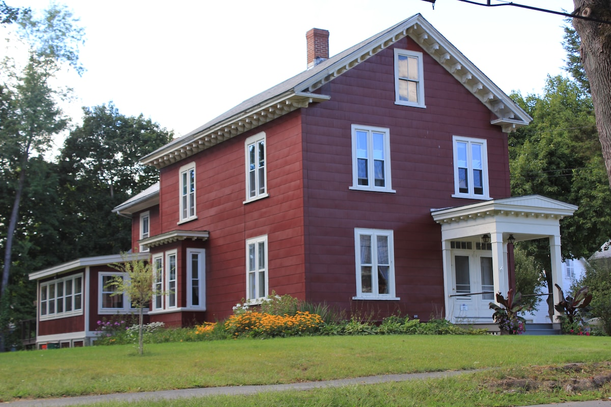 Small Town Charm/Great Location 4BR