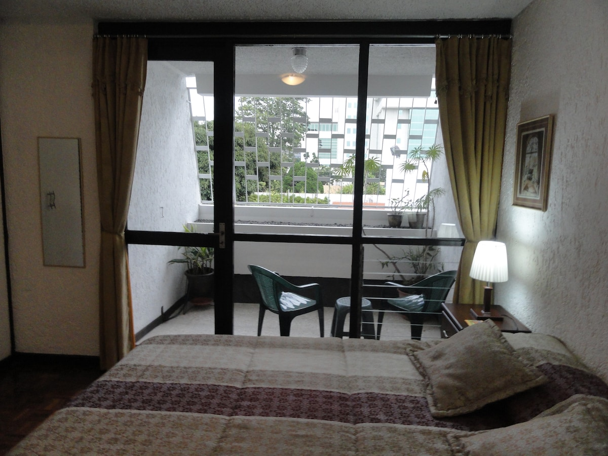Superior room, view to en-suite balcony