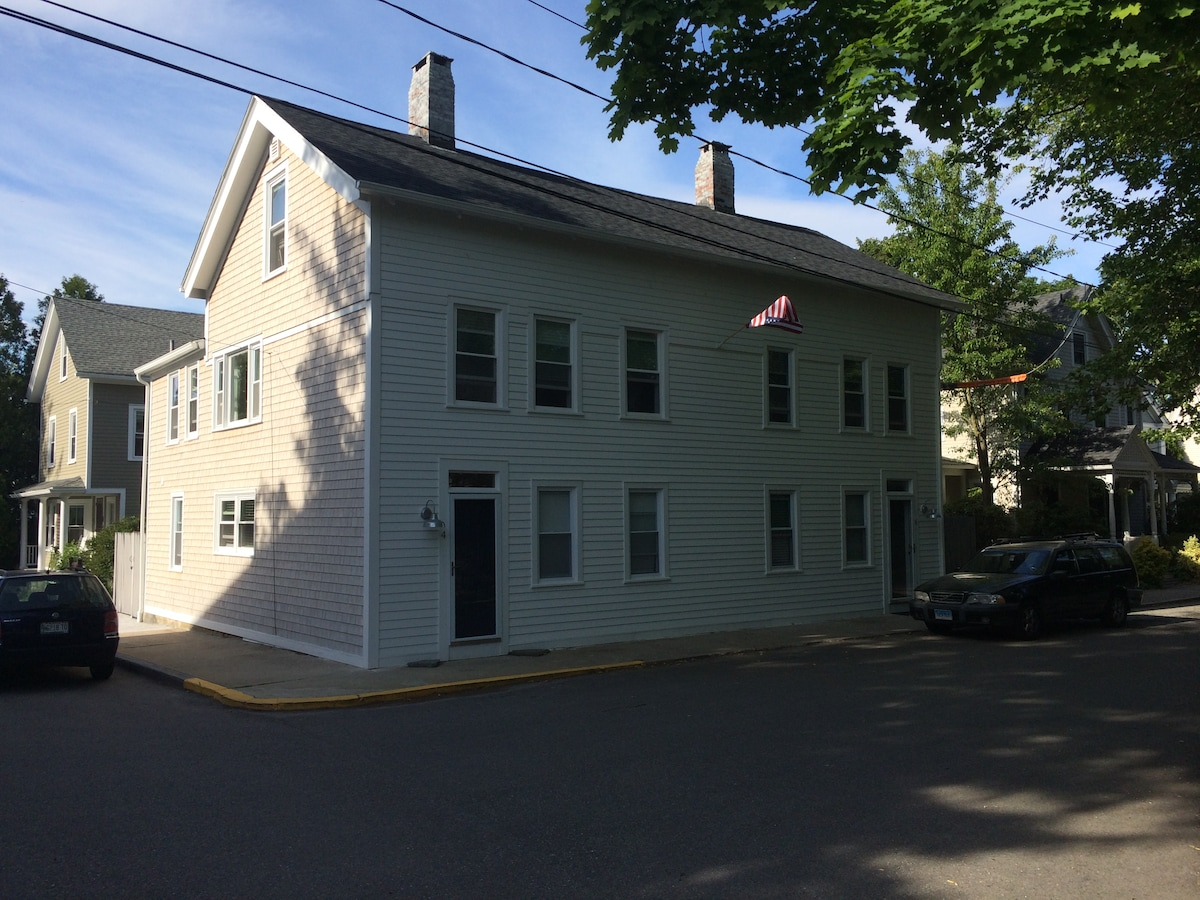 Stonington Borough-Gorgeous 2BR