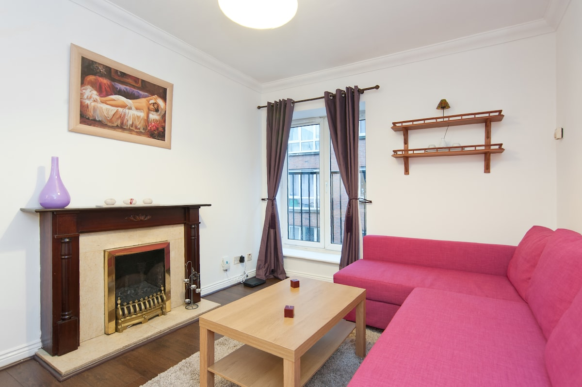 2 Bed Apt in the Heart of the City