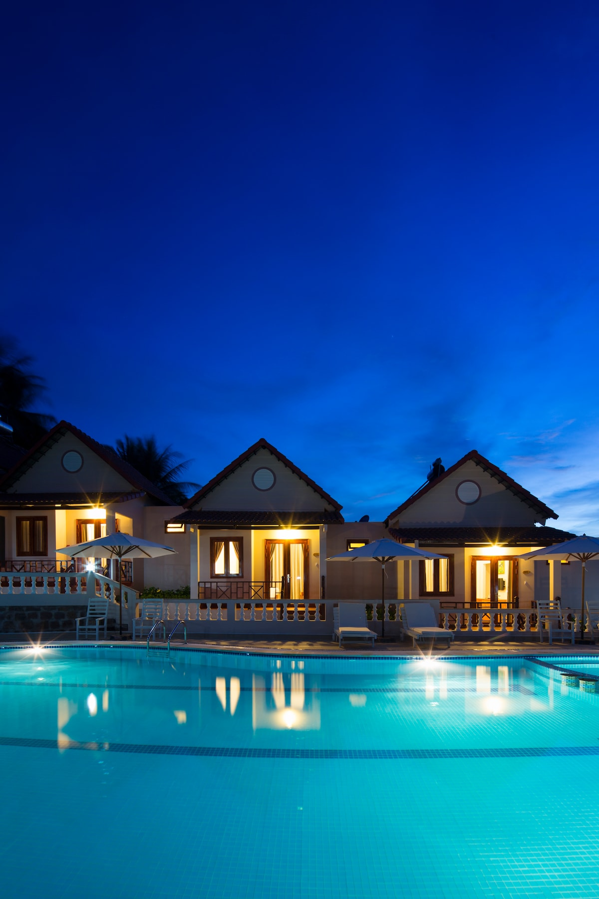 House with pool and sea view