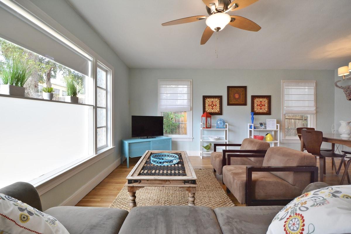 3BR/2BA Charming Remodeled Home