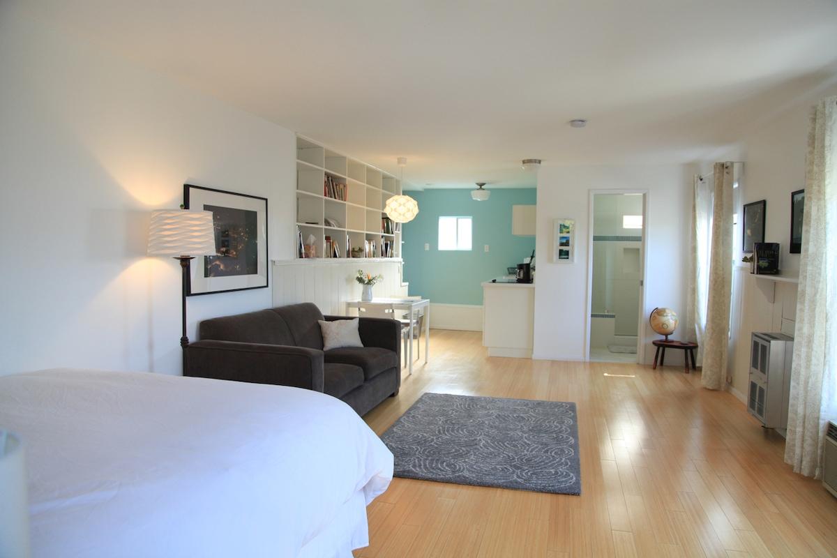 Charming Echo Park Hills Apartment