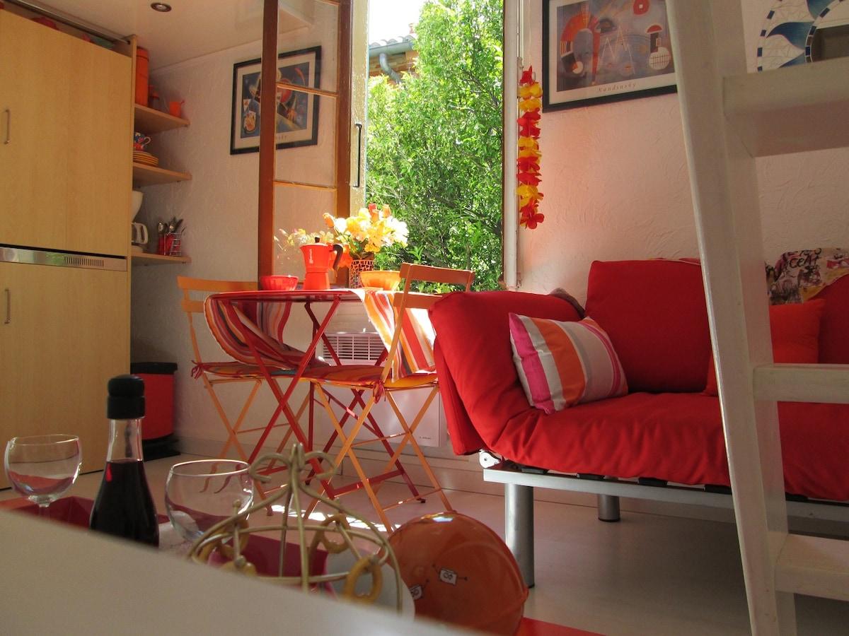 Romantic studio free wifi in center
