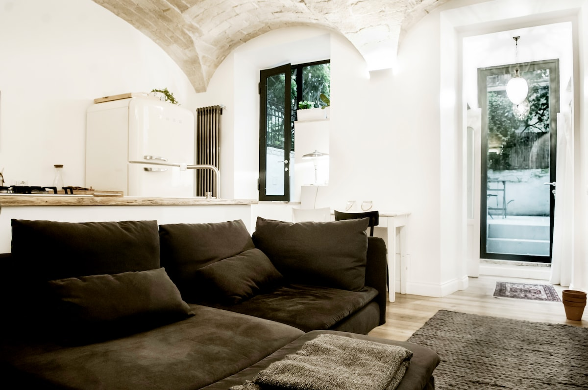 Design Apartment closed to Colosseo