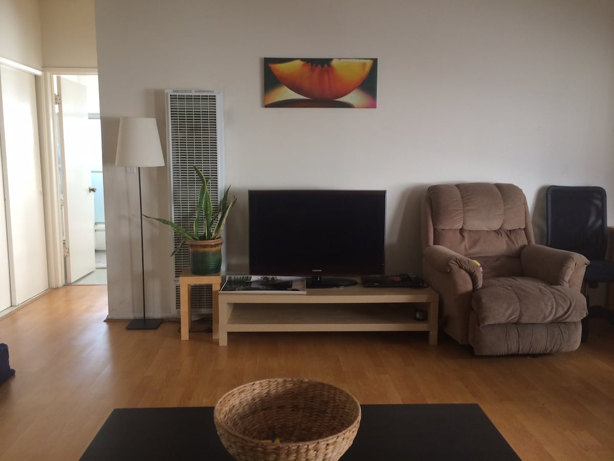 Spacious 1 BD in West Hollywood