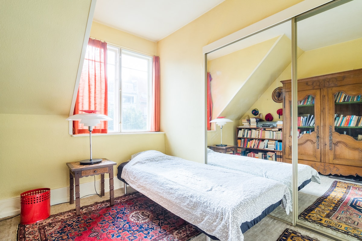 Small room in beautiful apartment