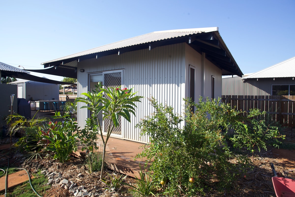 Self-contained room in Cable Beach