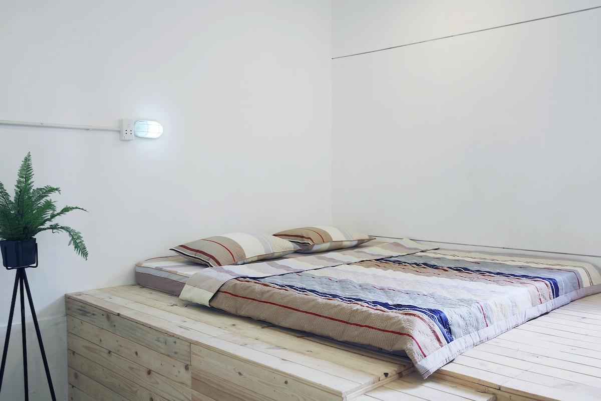 COZY BEDROOM IN THE HEART OF CITY