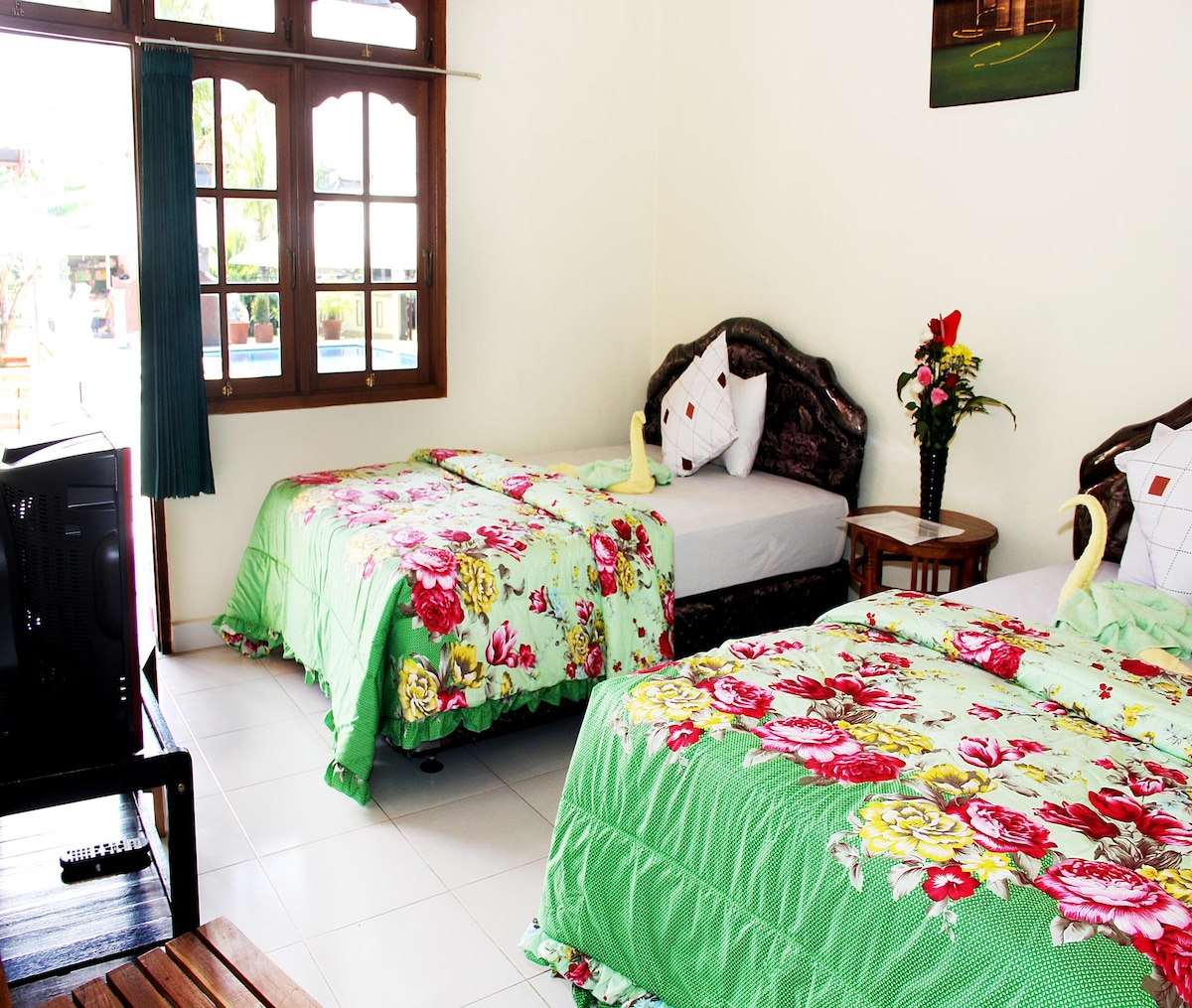 Poolside Twin Room Warung Coco