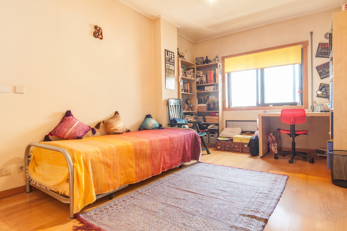 One bedroom: 2 single or 1 double