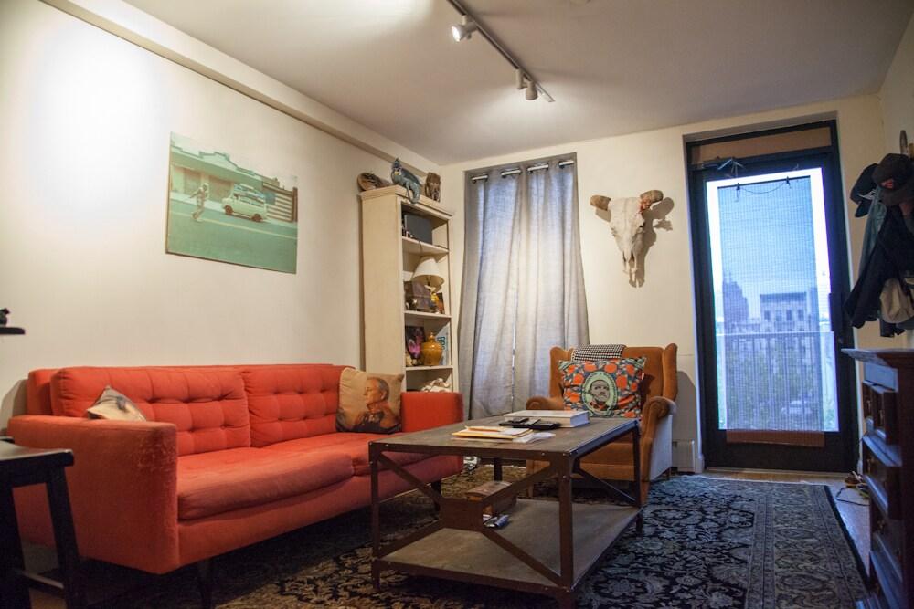 LES 1 Bedroom w/ Balcony + kitchen