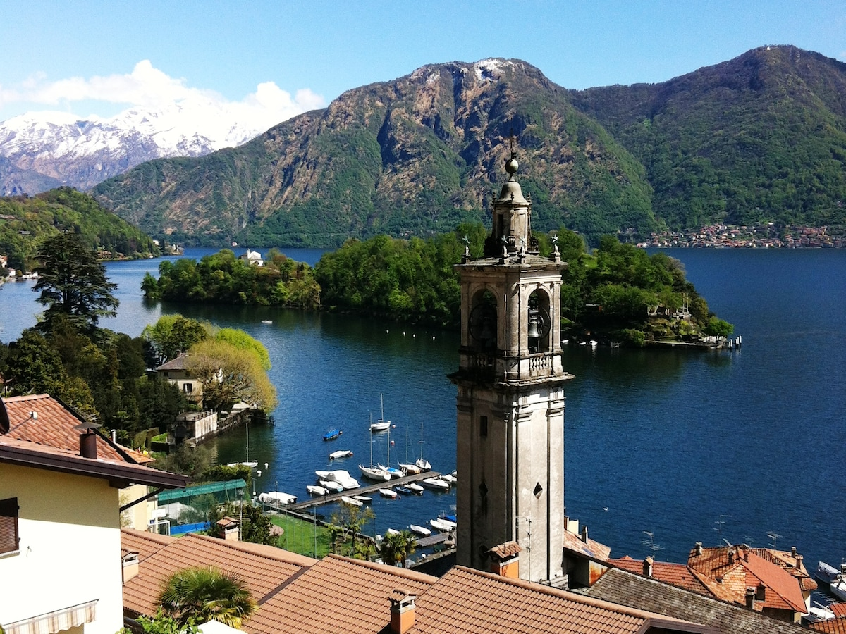 Casa Matra Ponto enjoys a central-village position on the lake side of the main road below the church of St Bartolomeo