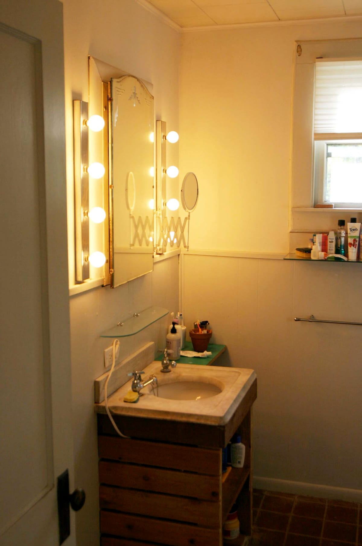 The bathrrom has a nice old marble sink, original mirror, terra cotta tile floor.
