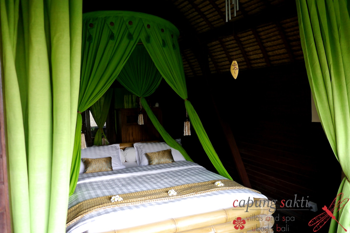 Beautiful wooden room, very confortable bed, and authentic, traditional room