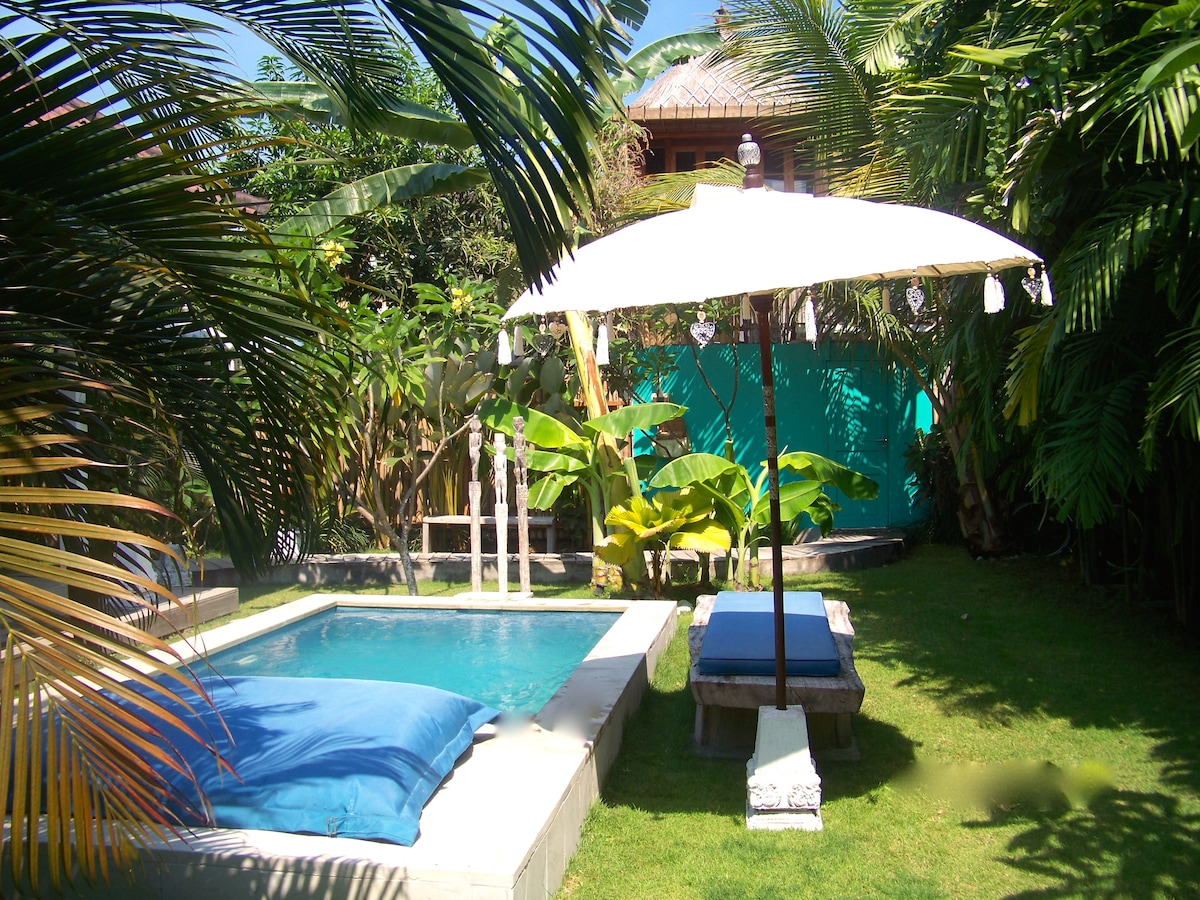 Pool, massage table and balinese umbrella
