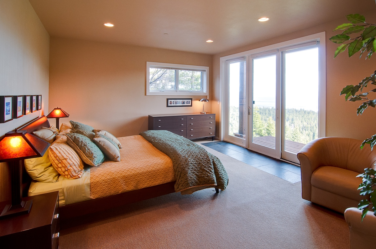 Master Bedroom with panoramic lake view.