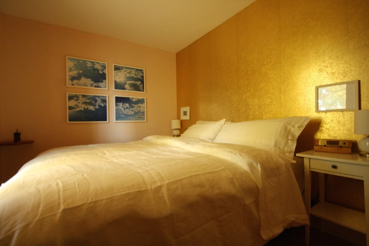 Bedroom: feels like sleeping in clouds.
