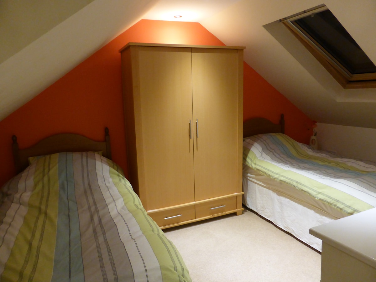 Twin Bedded Room - Private bathroom