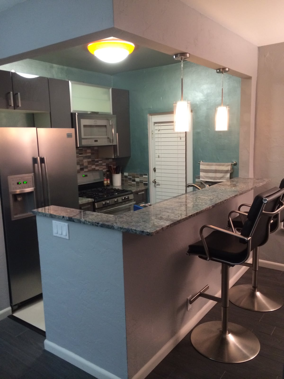 NEW!! Modern 1 Bed Right By Beach!!