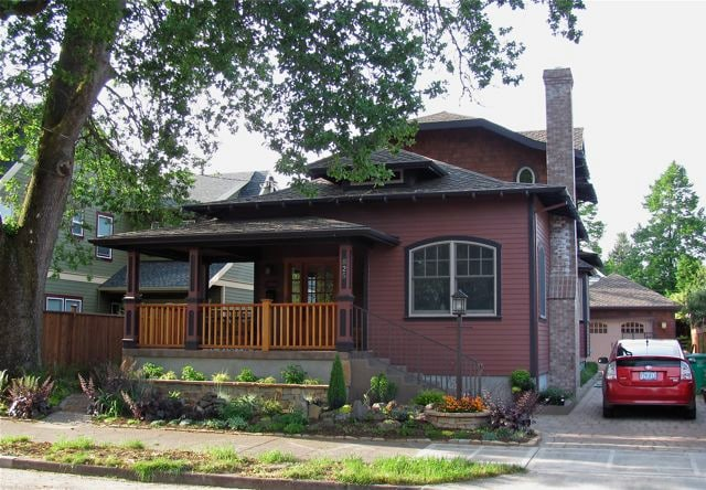 Sellwood-Near Parks and the River