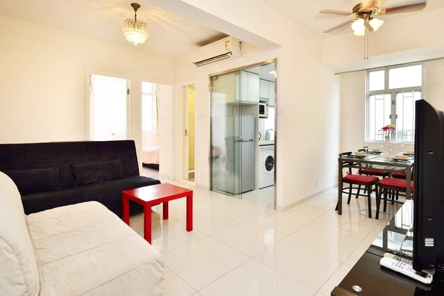 We warmly welcome you have a comfy stay in our apartment located at Causeway Bay