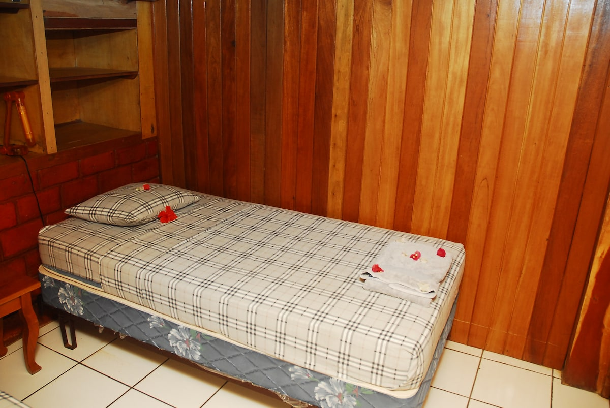 Apartamento 3 cuarto a c almendro in playa el coco for Cama unipersonal